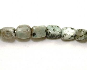 Sesamjaspis Perlen, Nuggets, minzgrün, schwarz gesprenkelt, 8x6mm, 1 Strang