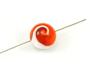 Muschelschnecken in Harz Perlen, rund, 18mm, rot-weiss, 3 Stk.