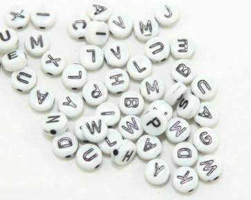 Buchstabenperlen, Acrylperlen, 7mm, flach rund, weiss-schwarz, 50g