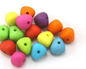 Bunte Acrylperlen, 10 x 12 mm, dreieckig, Farbmix matt opak, 50 Perlen