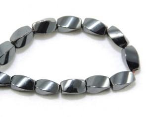 Hämatit Perlen, Edelsteinperlen oval facettiert twist, silber, 8x5mm, 1 Perlenstrang